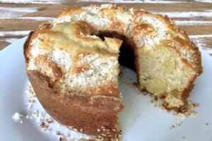 Bolo de abacaxi e coco feito com mistura para bolo ProCooking